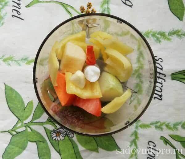 Аджика с помидорами яблоками и морковью на зиму