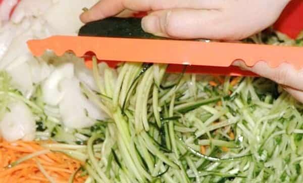 Огурцы по корейски с морковью на зиму