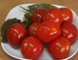 Маринованные помидоры на зиму с чесноком
